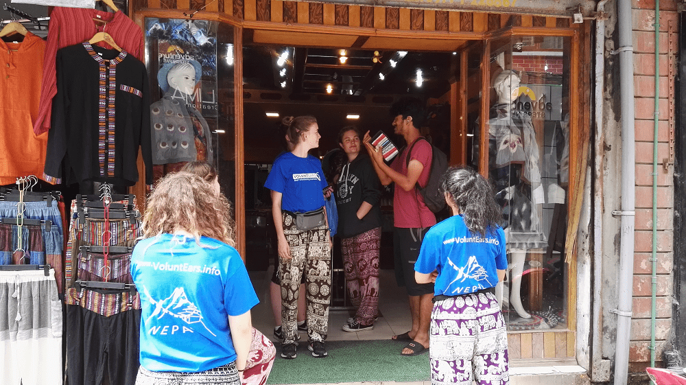 Deaf volunteering in Nepal - volunteers shopping in Kathmandu