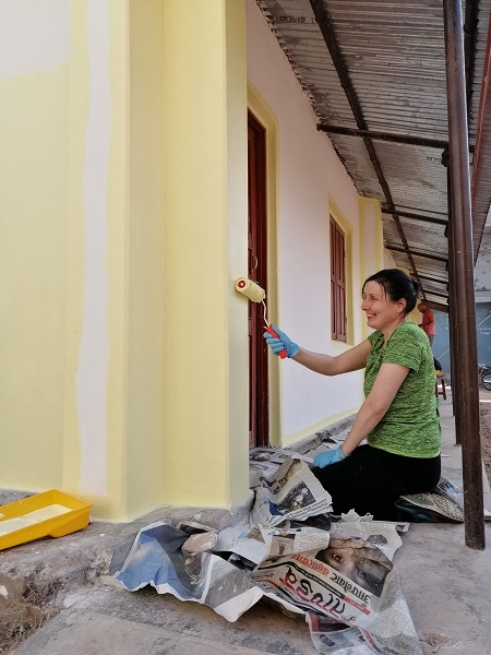 Delyth and the other volunteers spent some mornings renovating the library at a local Deaf school in Nepal