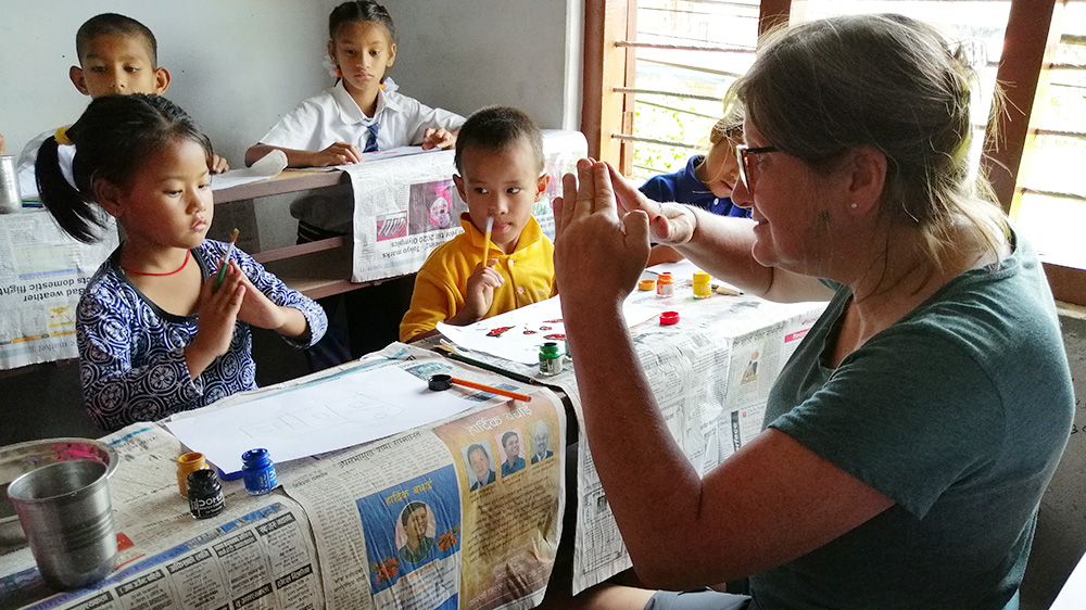 Tracy teaching an art class during her Nepal trip with VoluntEars