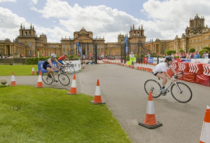 Cyclists in front of Blenheim Palace